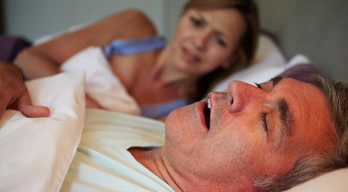 Ezért lehet veszélyes a horkolás ‒ az éjszakai légzéskimaradások okai és következményei