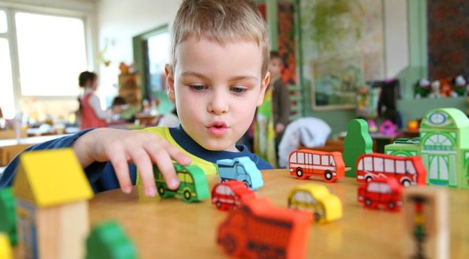 Ezekkel játszanak a gyerekeink? Egészségre veszélyes műanyag játékok!