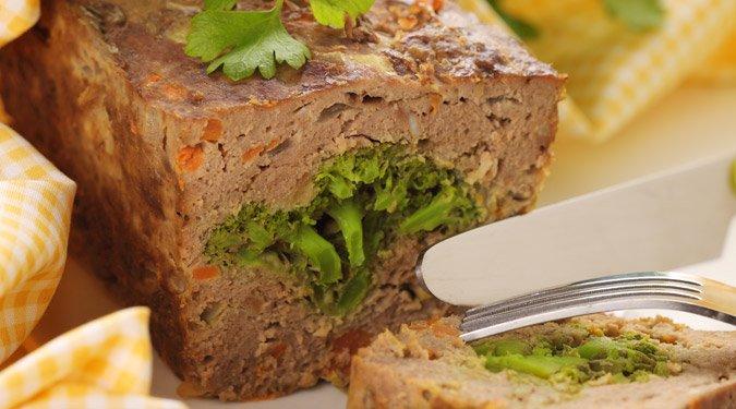 Fasírt brokkolival és sárgarépával töltve