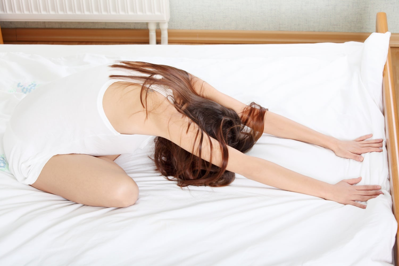 Fejfájásra is jó: 5 relaxáló jógagyakorlat kezdőknek, hogy jobban bírd a stresszt