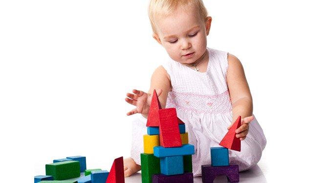 Fejlesztő játékok fa építőkockákkal