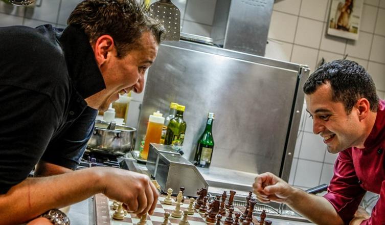 Feketén-fehéren: Kipróbáltuk a Chess éttermet