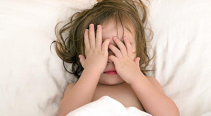 Gyerekkori alvásgondok: rémálmok, alvajárás, felriadás