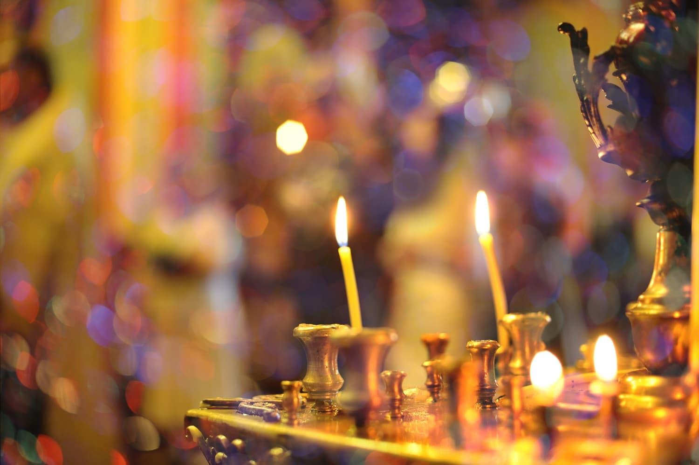 Gyertya és oltár: mit jelentenek a karácsonyi spirituális jelképek?