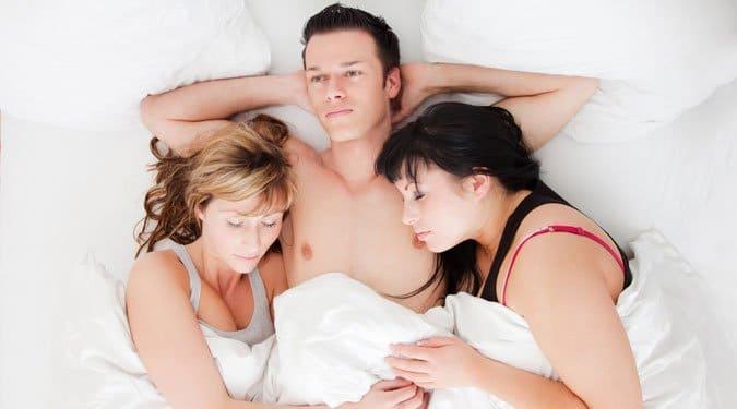 Hárman párban – plusz egy fő az ágyban