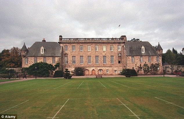 Hátborzongató leletekre bukkantak Károly herceg egykori iskolájának udvarán