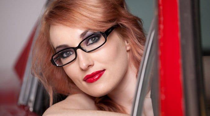 Hogyan sminkeljünk, ha szemüvegesek vagyunk?