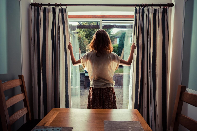 Home dekor tippek: egyedi függönyök és rolók