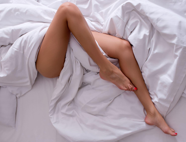 Ideje lábakat kopaszítani! Ezek a legjobb szőrtelenítési módszerek