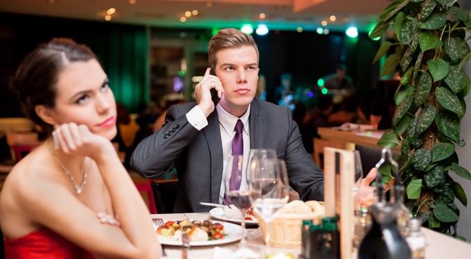 Intő jelek az első randin – ne várj folytatást