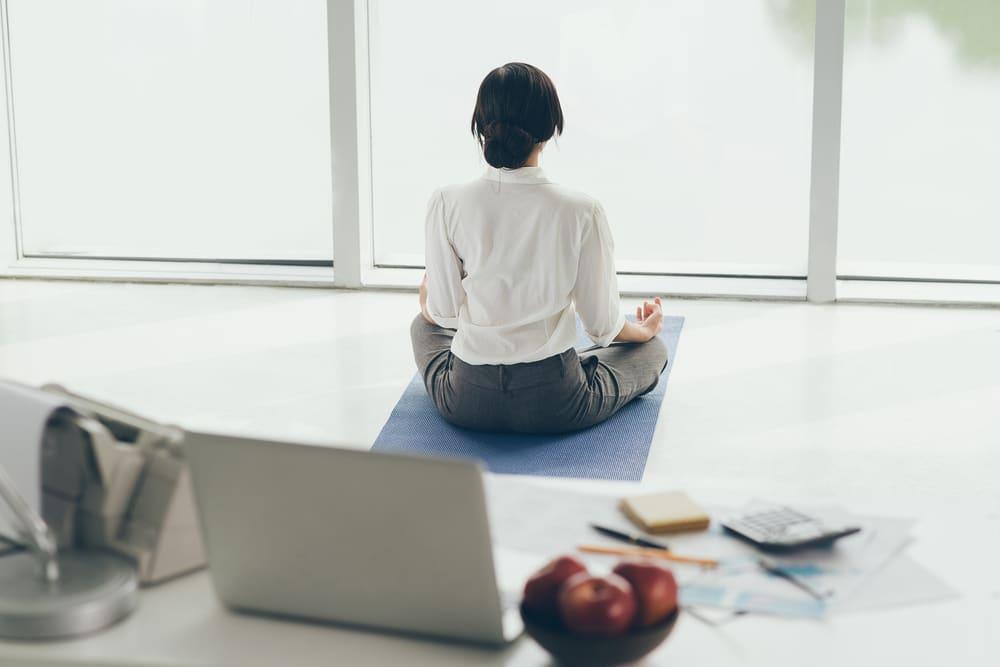 Kávészünet helyett edzés? Ezért létfontosságú a testmozgás, ha irodai munkát végzel