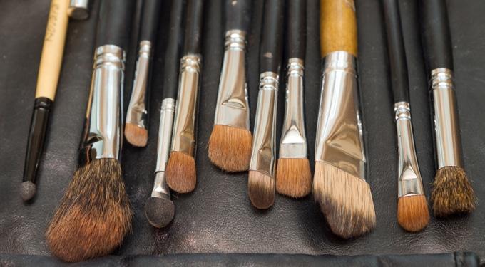 Készíts sminkecset tisztító folyadékot 6 lépésben