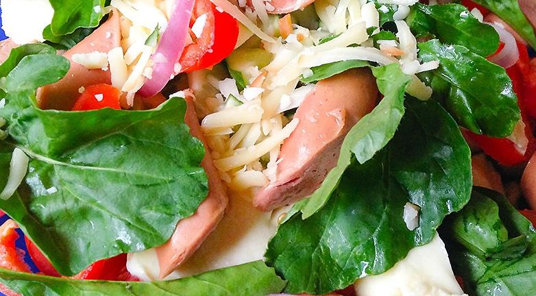 Könnyű saláta pikáns ízekkel