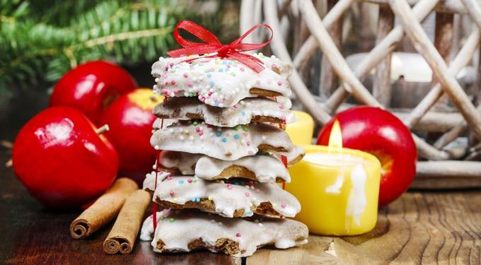 Karácsonyi csillag sütemények, fehér csokiban