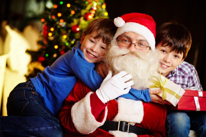 Ki hozza a karácsonyfát? Ezt mesélik a kicsiknek a világ országaiban