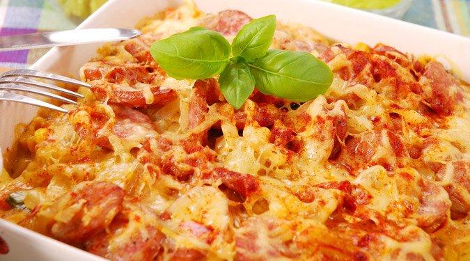 Kolbászos, sajtos tepsis burgonya
