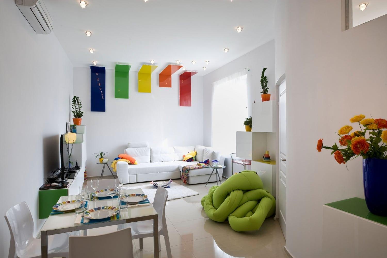 Konyha a hallban, mennyezet az égben – Megoldások a legjellemzőbb budapesti lakásgondokra