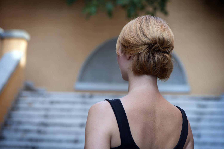 Lépésről lépésre: Bájos, alkalmi feltűzés rövid hajból