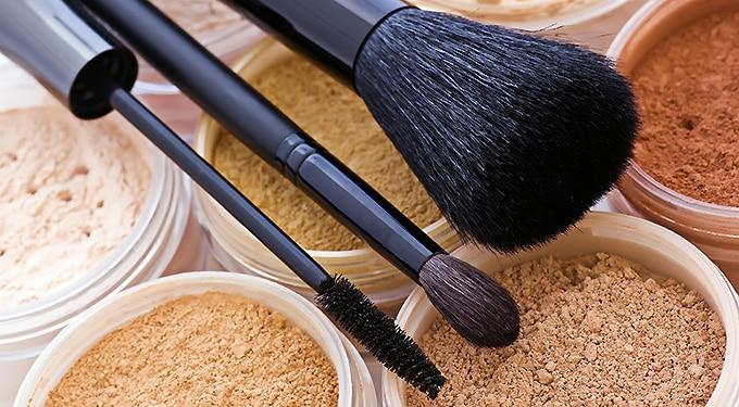 Lebuktattuk! 6 tévhit az ásványi sminkről