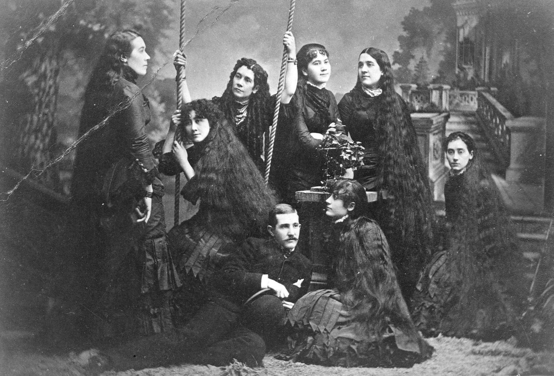 Méteres fürtök – A viktoriánus kor különös divatja