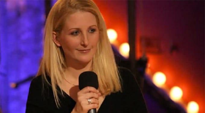 Magyar anyuka a színpadon, 7 ezer ember előtt – Szente-Veres Adrienn stand upossal beszélgettünk