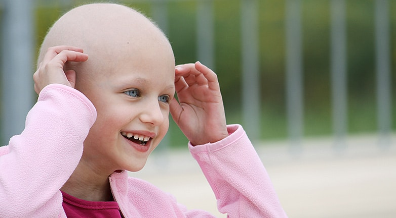 Megalázták a rákos kislányt a játszótéren