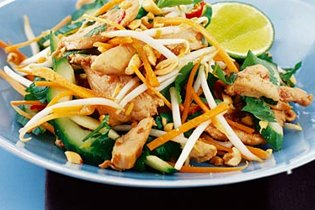 Meleg thai csirkesaláta