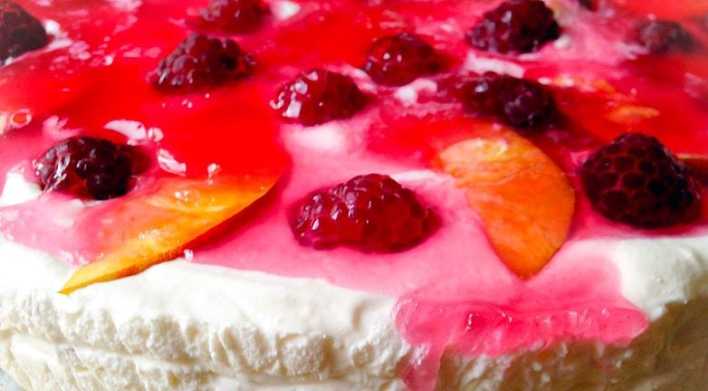 Mennyei málnás-nektarinos torta