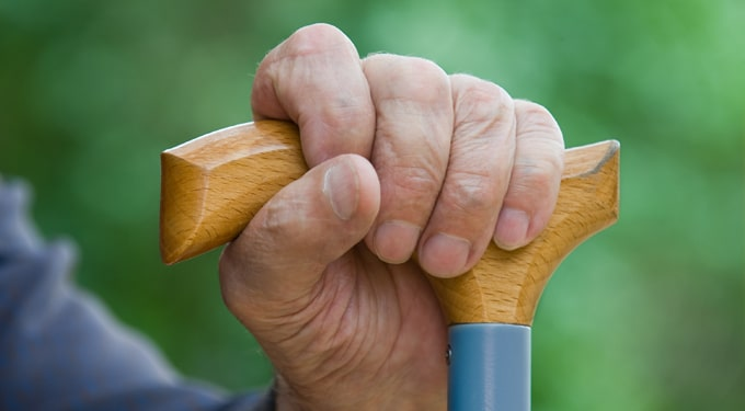 Miért tolakodnak az idősek?