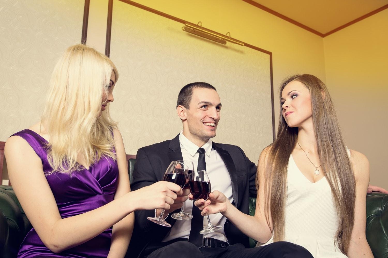 Miért veszélyes párkapcsolatban élő férfival kezdeni?