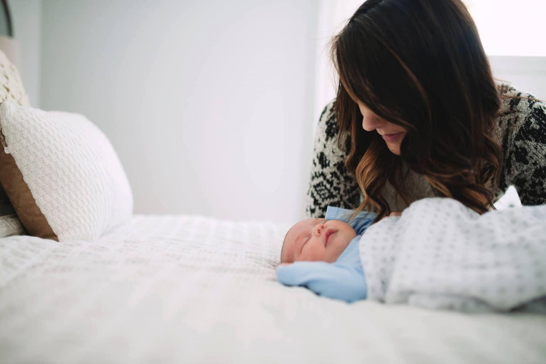 Minden anyuka figyelmébe – Gyakori félreértések és kritikák a kötődő nevelésről