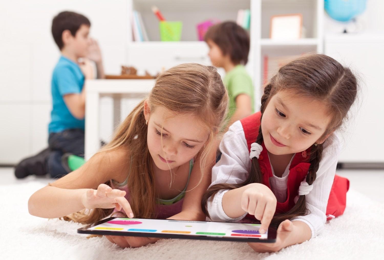 Mivel játsszon a gyerek? Modern kontra retró játékok