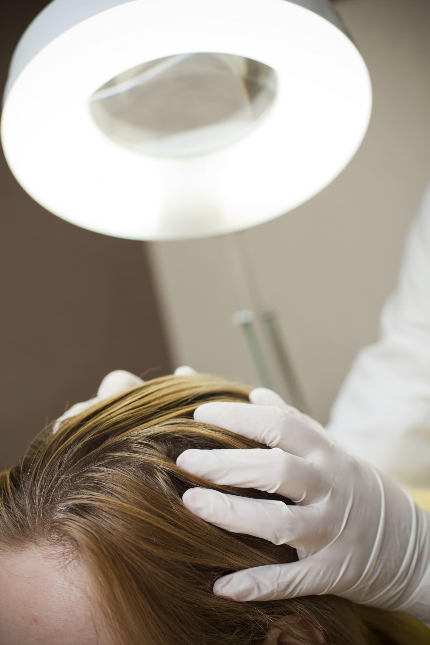 Mivel tehetjük erőssé és széppé a hajunkat? – interjú Dr. Murányi Éva bőrgyógyász főorvossal (2. rész)