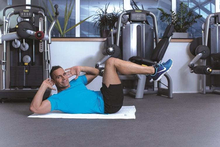 Otthoni edzés Katus Attilával 3. – Pár perces gyakorlatok a lapos, izmos hasért