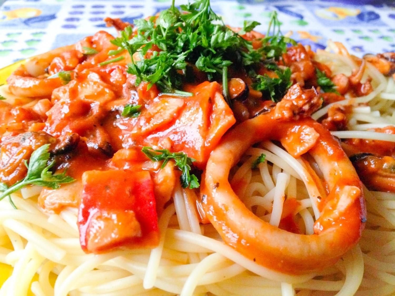 Paradicsomos tenger gyümölcsei – spagettivel