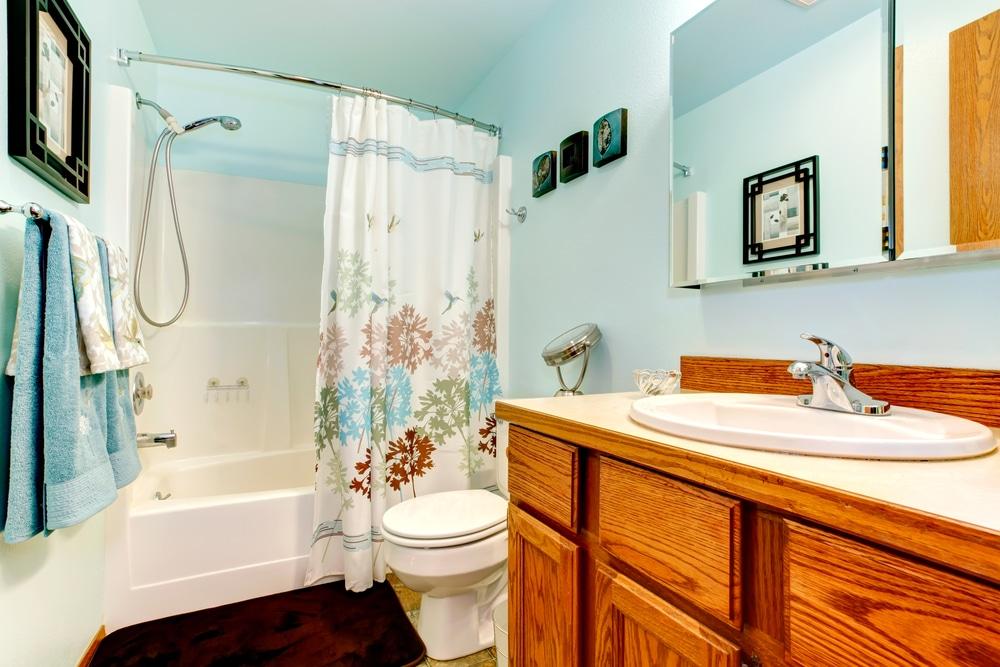Penészes, foltos zuhanyfüggöny – Így varázsold újjá, hogy szebb legyen, mint volt