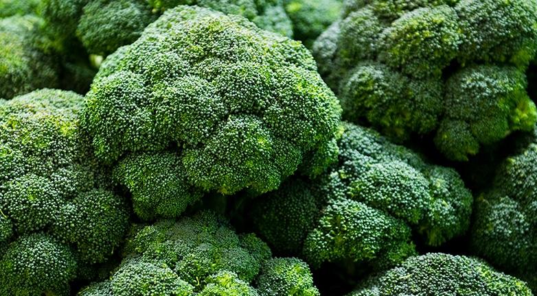 Rákellenes hatású, fűszeres és kalóriaszegény zöldségünk – mutatjuk kedvenc receptjeinket