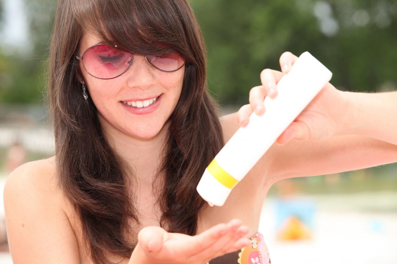 Ráncokat és rákot is okozhat, és még örülsz is neki – 5 nagyon fontos dolog, amit a napvédelemről tudni kell