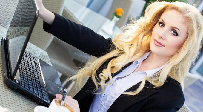 Szépek előnyben: a külsőd így befolyásolja a fizetésed