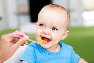 Szilárd ételek bevezetése a baba étrendjébe
