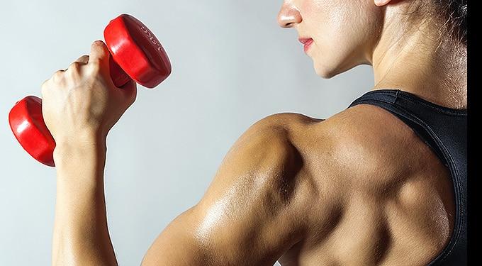 Szilikon és bicepsz – Így befolyásolja a divat a női testet