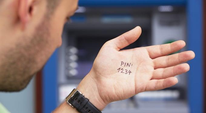 Tízből egy PIN kódot azonnal feltörnek: lehet, hogy neked is váltani kellene?