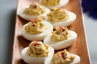 Töltött tojás 4 fajta borssal
