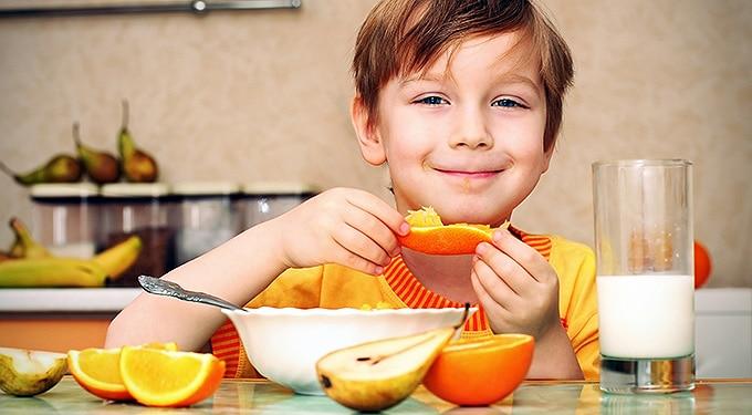 Tablettát és fehérje turmixot adott a gyereknek étel helyett
