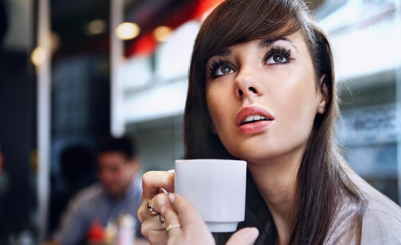 Tea, úszás és tabletta: 6 meglepő dolog, ami árthat a fogaidnak
