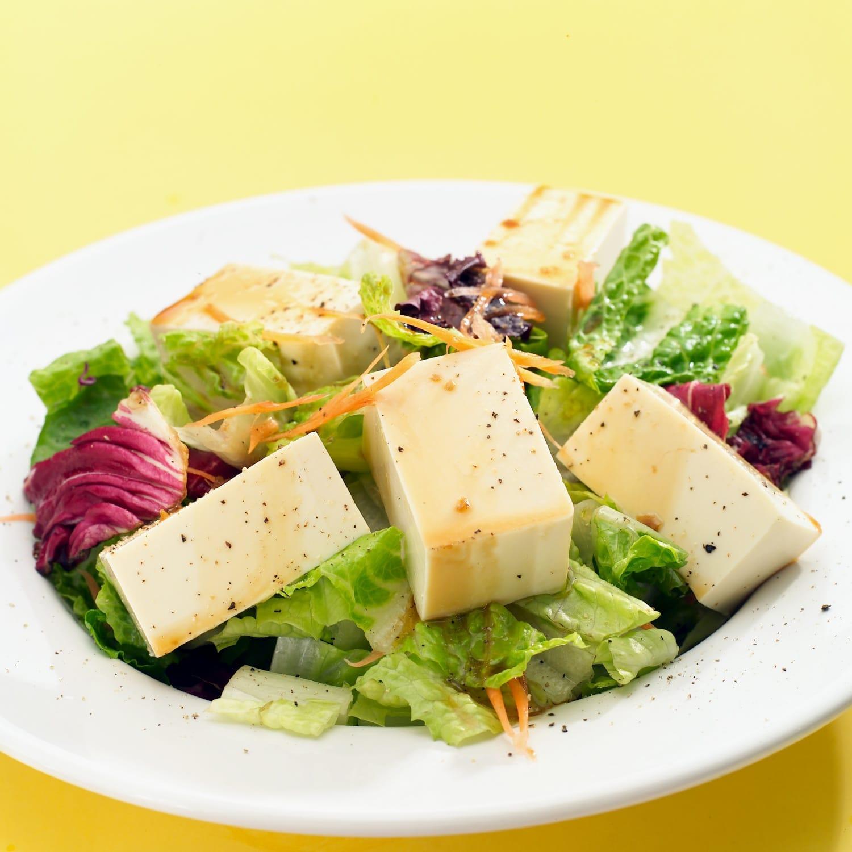 Tofu saláta: fenséges falatok nem csak vegetáriánusoknak