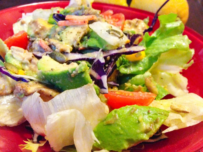 Vágykeltő saláta avokádóval és tökmaggal