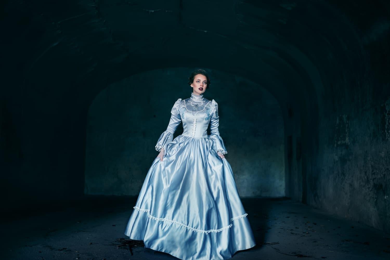Veszélyes divat a viktoriánus korból: a krinolin ruha