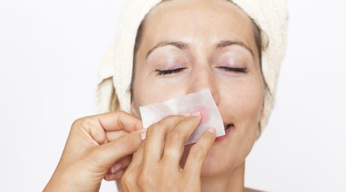 Zavar a szőr az arcodon? Így távolítsd el a leghatékonyabban