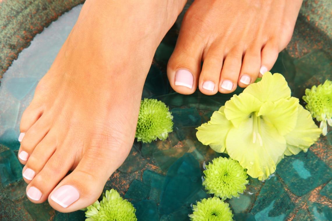 15 WOW inspiráció a nyári lábkörmödhöz – Pedikűr trendek 2021